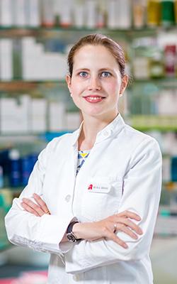 Porträtfoto von Dr. Anna-Lena Schmitz