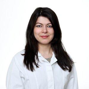 Porträtfoto von Frau Yazicioglu