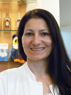 Porträtfoto von Frau Petzold-Altmann