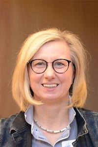 Porträtfoto von Janine Sänger