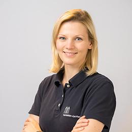 Porträtfoto von Frau Simone Loerchner (derzeit in Elternzeit)
