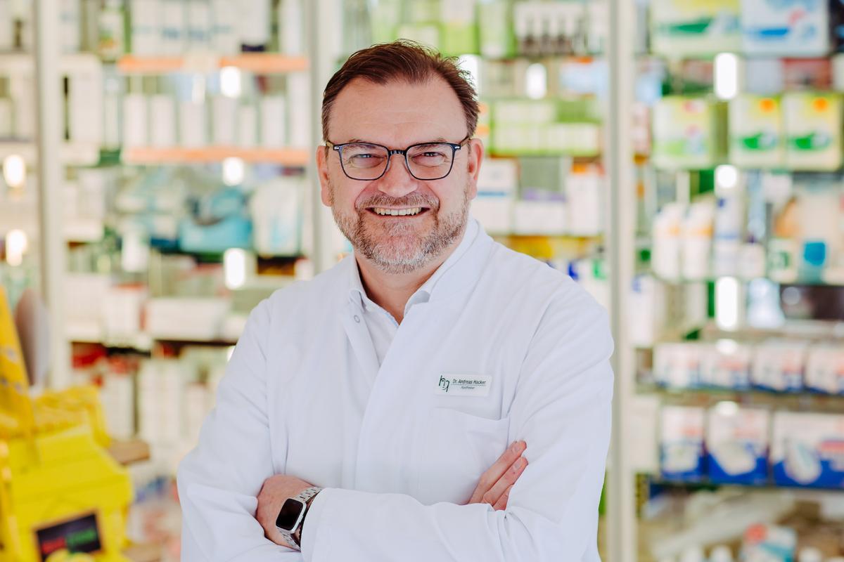 Porträtfoto von Dr. Andreas Hacker