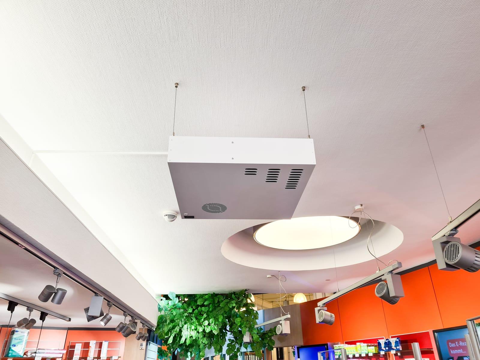 Zum zusätzlichen Schutz unserer Kunden und Mitarbeiter wurden bei uns in der Apotheke UV-C Luftentkeimungsgeräte installiert.