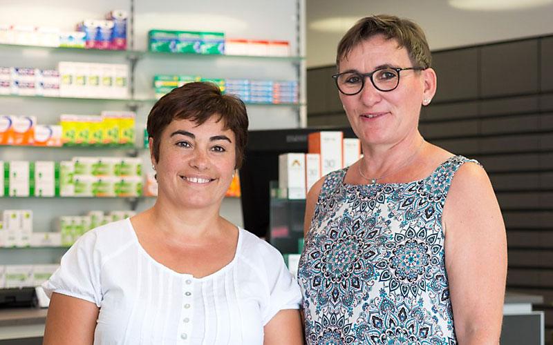 Pina De Iesu (Raumpflegerin) und Claudia Weidert-Seliger (Kurierin)