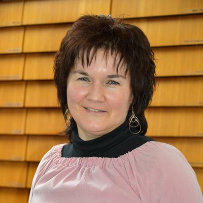 Porträtfoto von Beate Roßmeisl