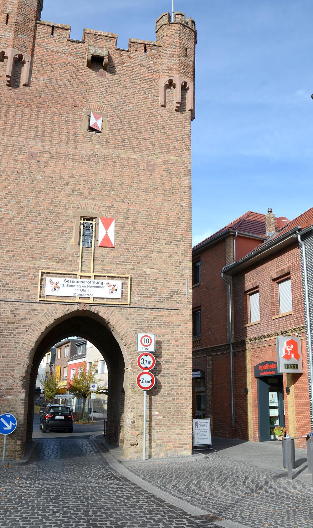 Außenansicht mit Münstertor Zülpich