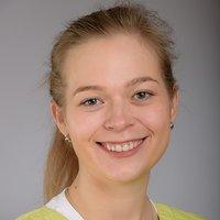Porträtfoto von Frau Bayer