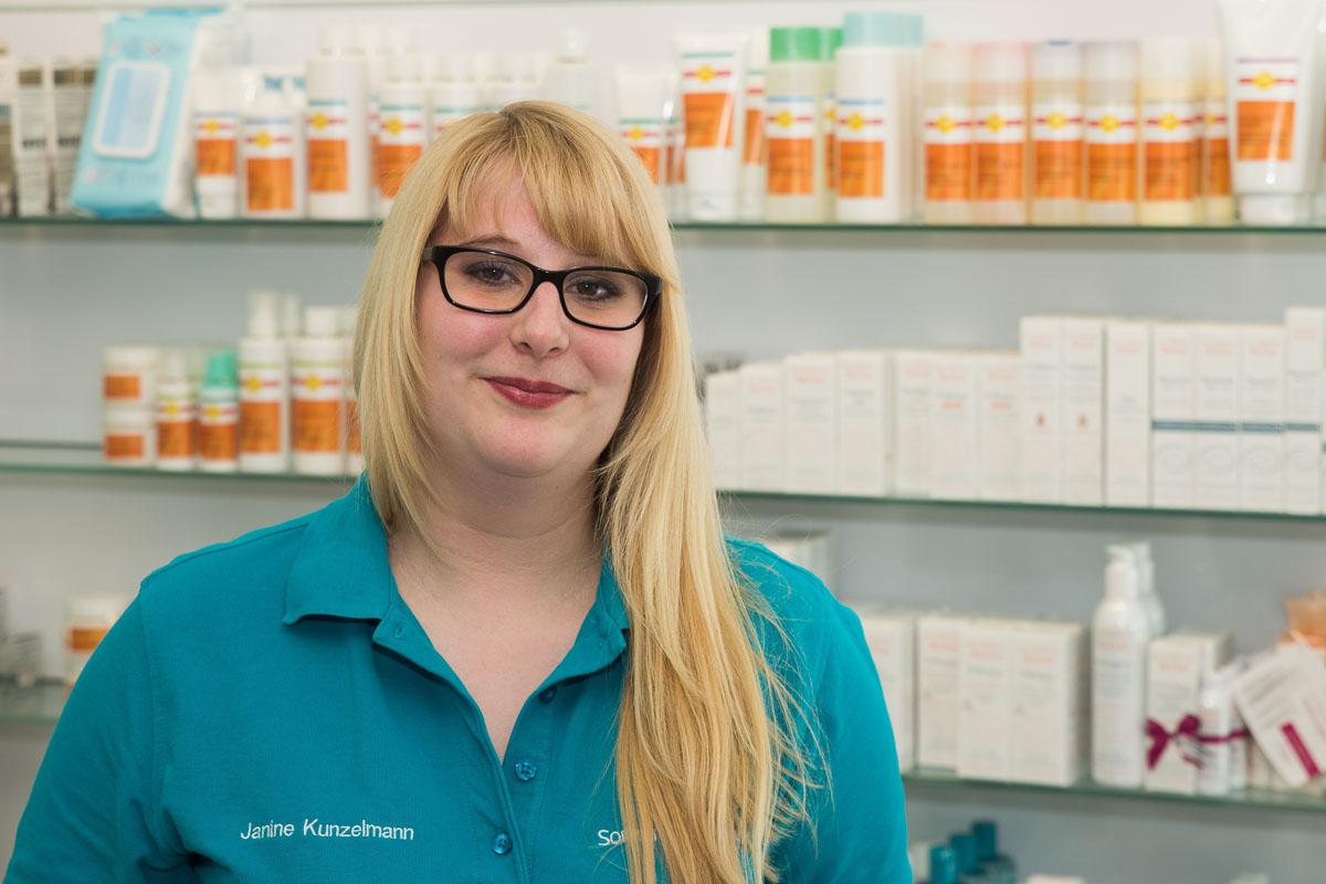 Porträtfoto von Janine Kunzelmann