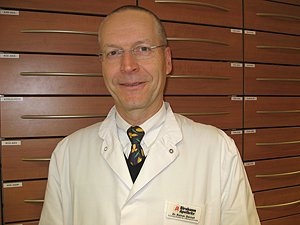 Porträtfoto von Dr. Rainer Gernet